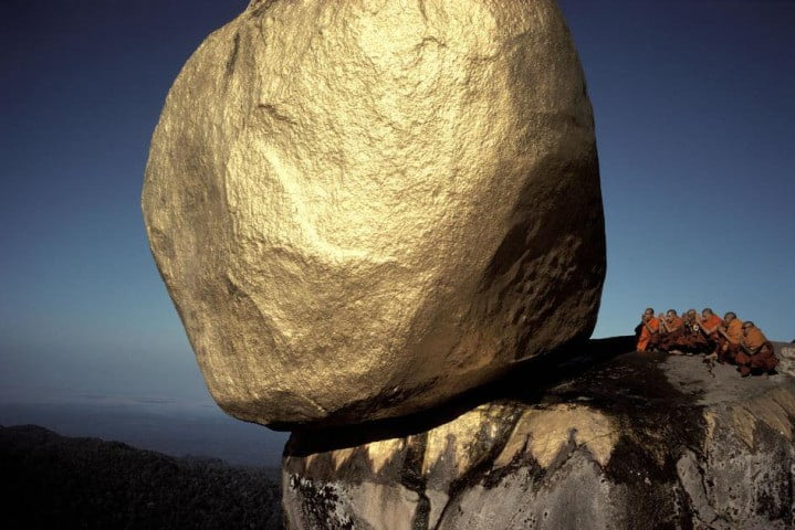 hiroji_kubota_the_golden_rock_640x480